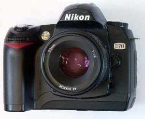 731px-Nikond70front